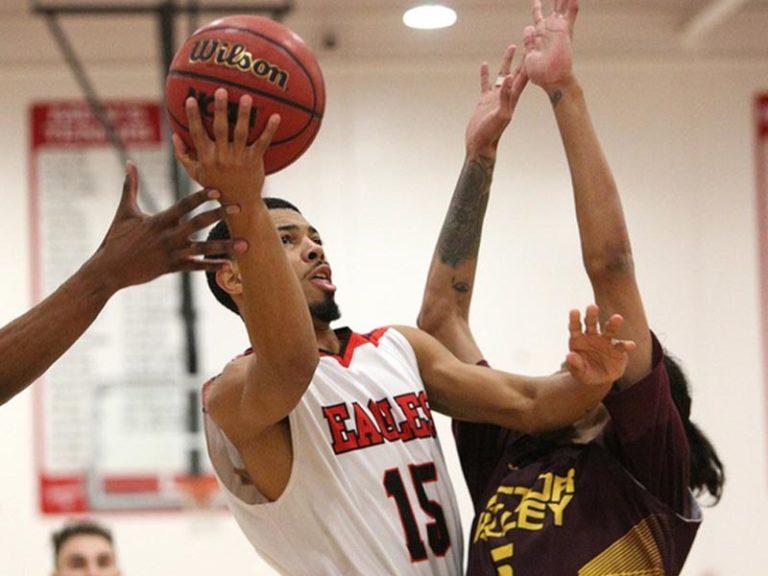 Barnes, Simmons Lead Eagle Men's IEAC Basketball Honors