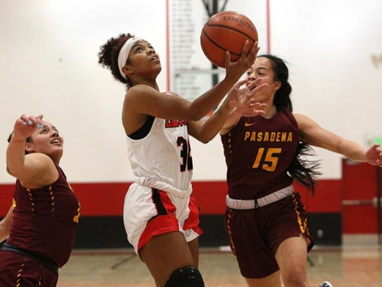 Eagles Advance to Regional Final with Win Over Pasadena
