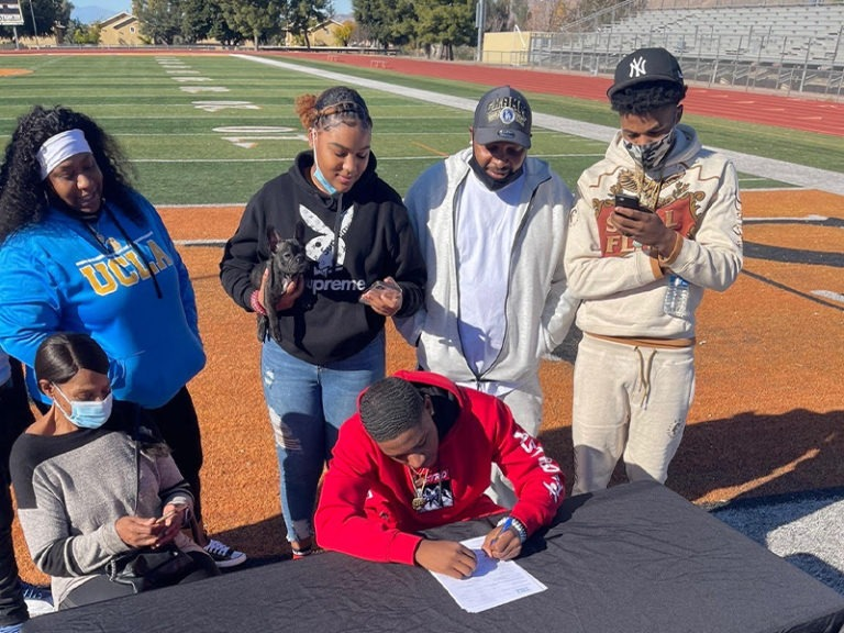 San Jacinto High School Athletes Sign National Letters of Intent for College