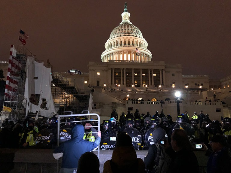 US narrows in on organized extremists in Capitol siege probe