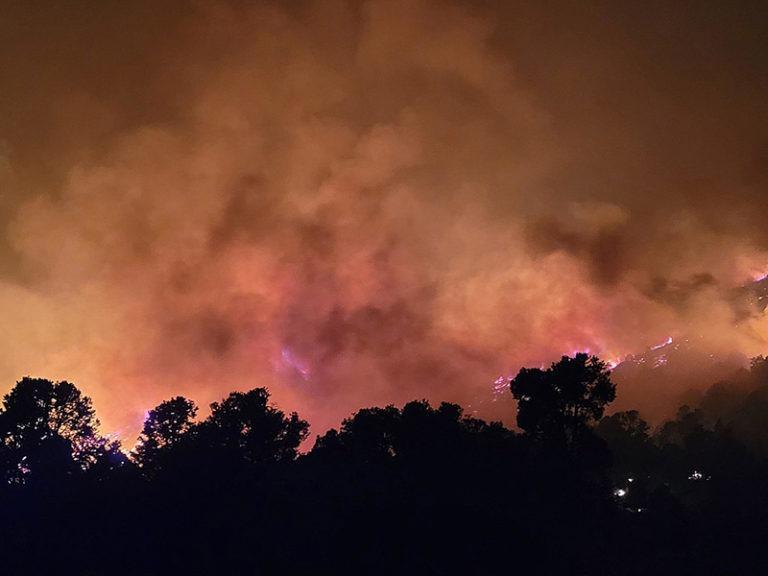 Wildfire evacuees fill Lake Tahoe roads in rush to flee